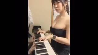 Cô gái bi ẩn vừa đánh đàn vừa hát ca khúc 7 yers cực hay