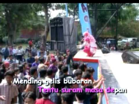 Dangdut HOT  Puput Pei ( MEOK )