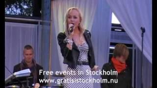 Anna Bergendahl - Live at Love Stockholm 2010, Kungsträdgården, Stockholm 3(8)