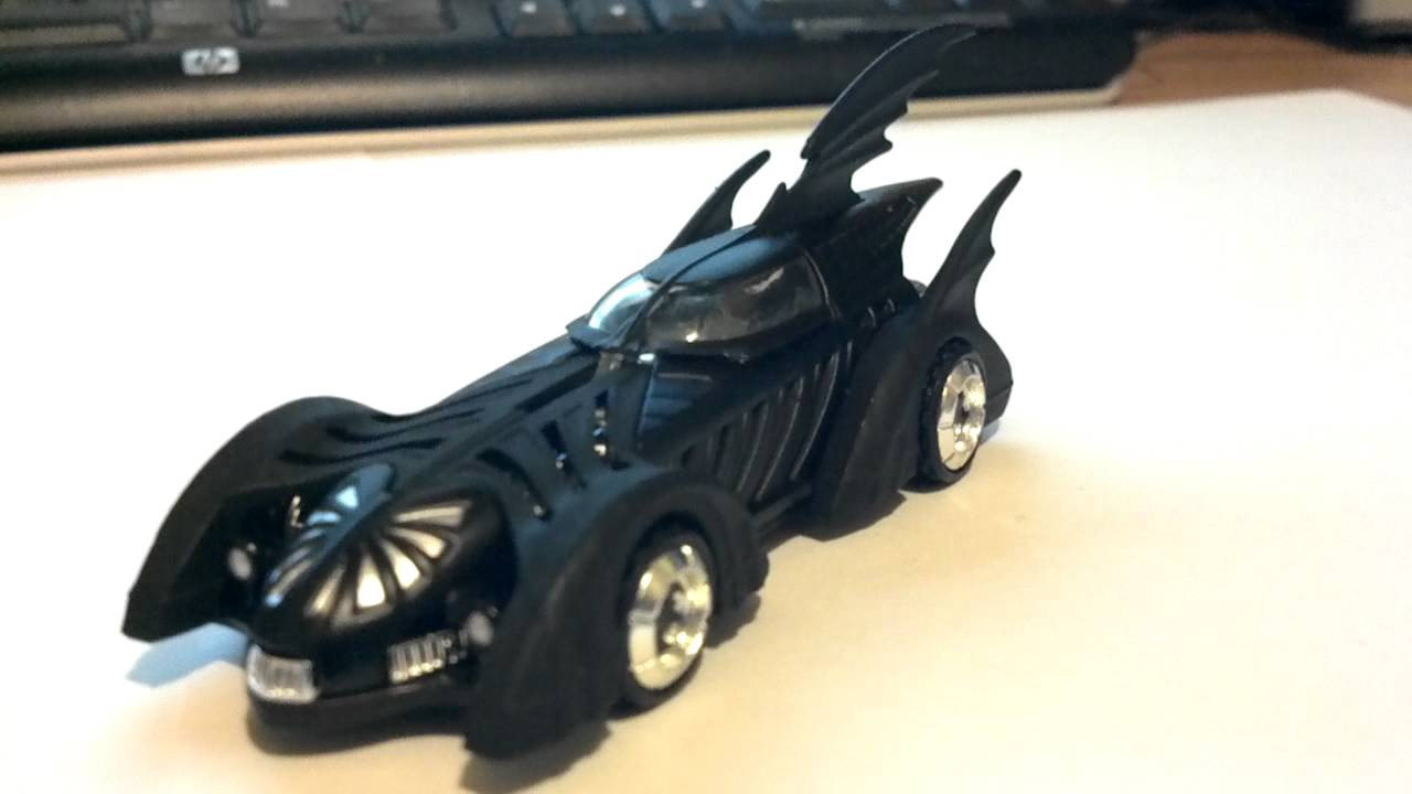 Hot Wheels Batman /& Robin Batmobile 1:50 Scale Die Cast Vehicle
