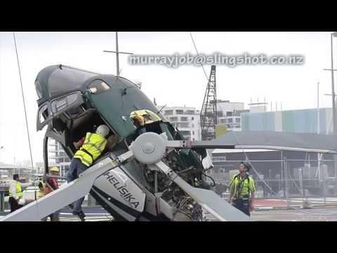 Вертолет упал при посадке
