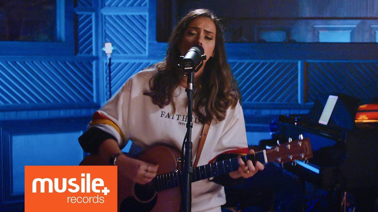 Download Amanda Rodrigues - No Meio Do Caos (Live Session)