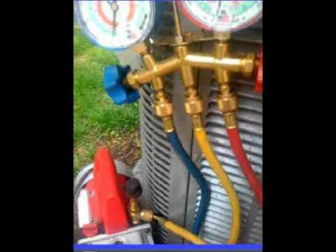 Running Vacuum Pump - YouTube