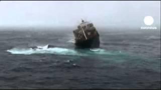 Корабль уносит в пучину тонны опасности