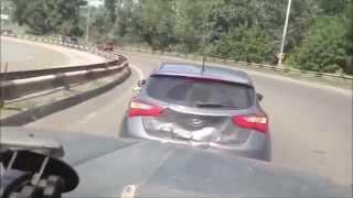 Nissan наказал хохлов за хамское поведение на дороге. ААА61