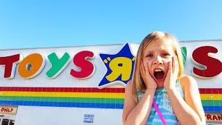 ПРОЩАЙ, ЛЮБИМЫЙ ! Играем в Прятки в магазине игрушек / HIDE AND SEEK SPOT In Toys R US / Николь ВЛОГ