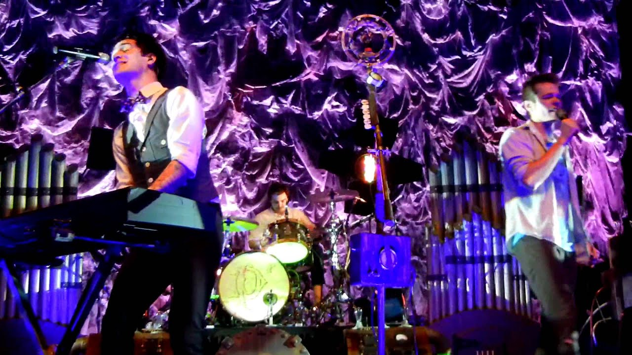 panic at the disco and fun performing c 39 mon live in atlanta youtube. Black Bedroom Furniture Sets. Home Design Ideas