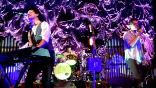 Repeat youtube video Panic! at the Disco and fun. Performing