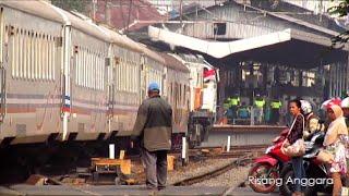 Awas!! Kereta Api Cirebon Ekspres Papasan Kereta Eksekutif Taksaka di Jatinegara