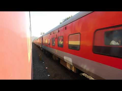 22115 LTT - Karmali AC Express Crossing 11086 GOA AC Double Decker Express : Konkan Railways
