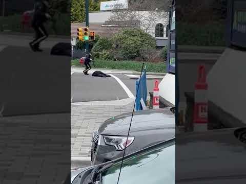 温哥华图书馆持刀攻击案1死5伤 凶嫌自残后落网(图/视频)