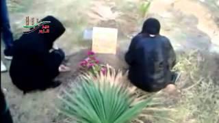 اذاعة دير الزور الحرة امهات واخوات الشهداء فوق قبور ابنائهم هكذا يكون العيد26 10 2012