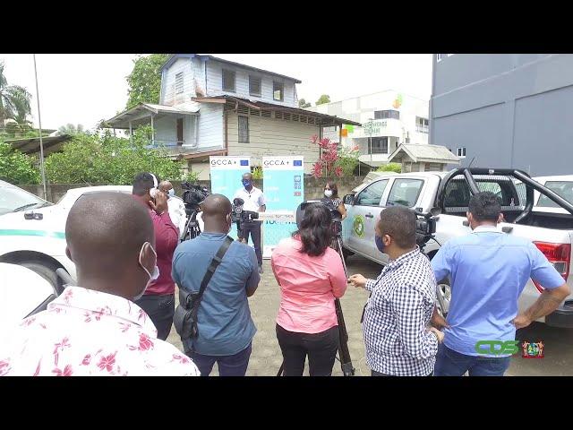 OVERHANDIGING DIENSTVOERTUIGEN AAN MINISTERIE GBB DOOR UNDP
