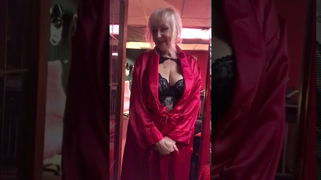 Red satin robe  blk lingerie  patreon.com/brendalee@rodeodrive