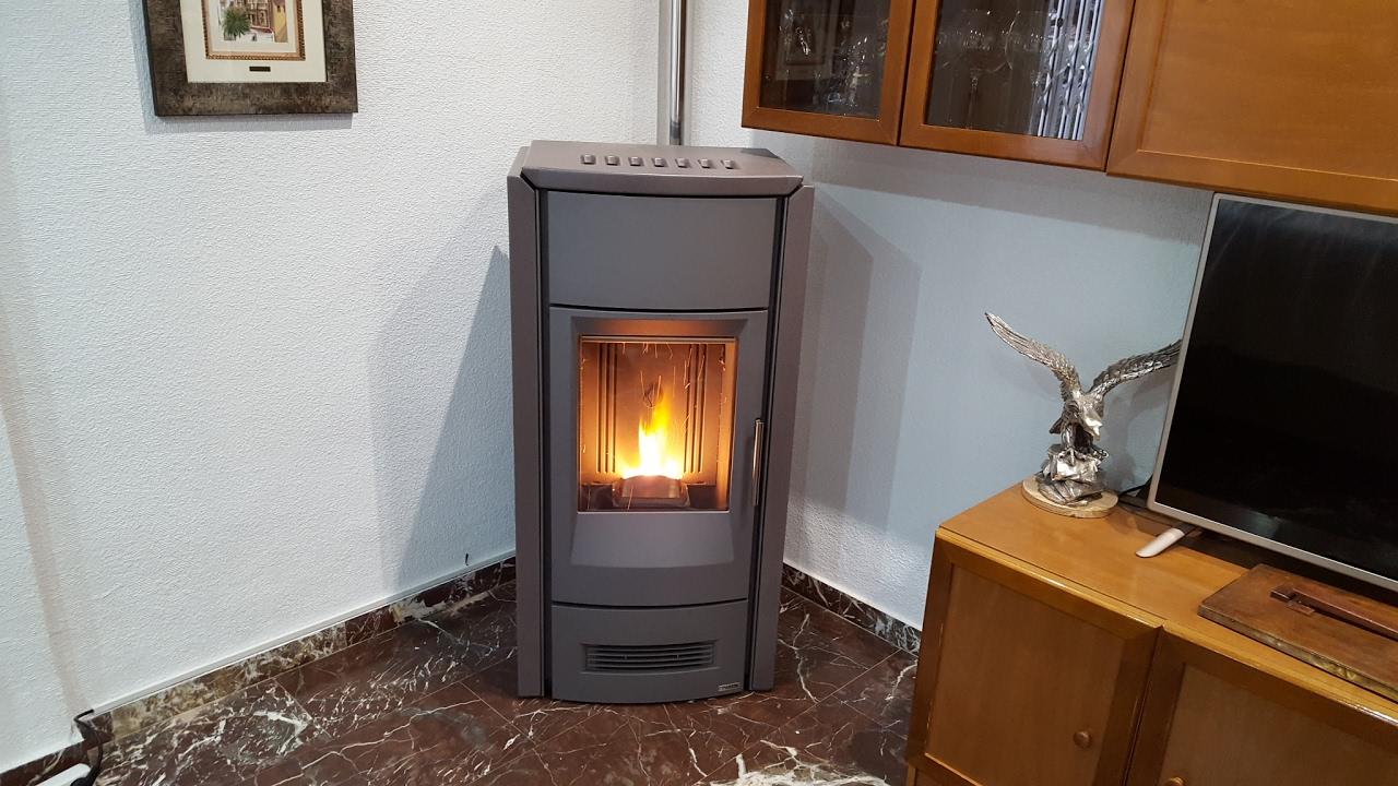 chimenea de pellet canalizada piazzetta p963d 11kw