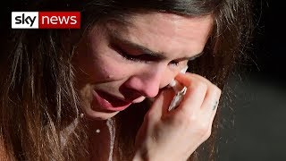 Knox breaks down in tears as she returns to Italy thumbnail