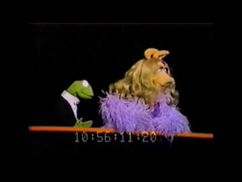 Kermit and Miss Piggy Sing a Medley (1980 World Puppetry Festival)