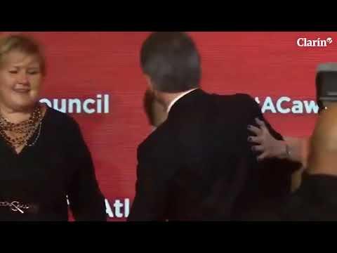 A horas del paro general de la CGT, Mauricio Macri se puso a bailar en una premiación en Nueva York