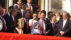 FC Bayern, Franck  Ribery unterschreibt Vertrag bis 2015, Verkündung vor den Fans