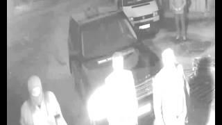 Альфа-Ньюс Киров попытка захвата (камера на входных воротах)(11 июня в 3 часа утра люди в масках с нашивками охранного агентства «Легион» ворвались на территорию типогра..., 2014-06-16T09:22:34.000Z)