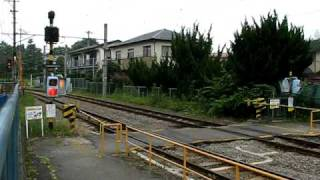 E233系、谷村町駅到着