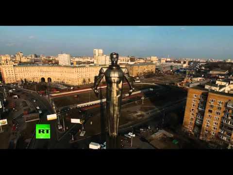Памятник Юрию Гагарину с высоты птичьего полета