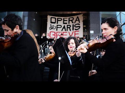 Concerto de protesto às portas da Ópera de Paris