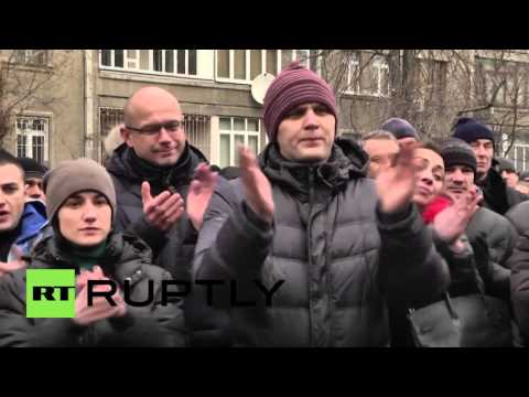 Ukraine: Hundreds of police officers rally against re-certification law in Kiev
