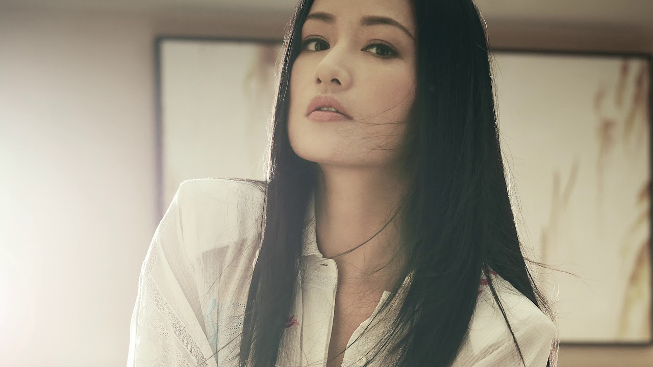 braless Qu Ying naked photo 2017