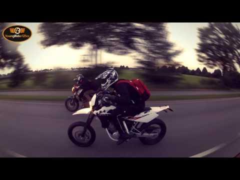 KTM Duke 125 VS. Husqvarna SMS 4 Stroke  | Dragrace | Who is the winner?
