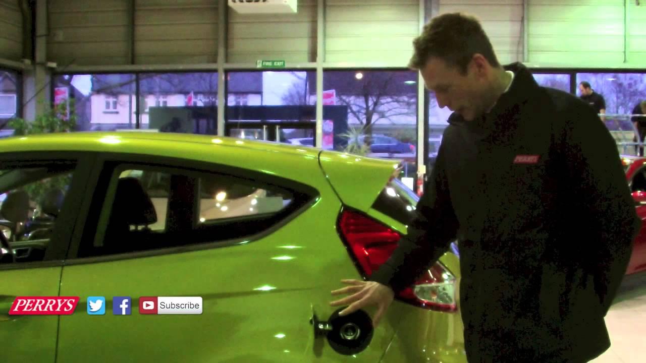 Ford Focus Cap Less Fuel Filler Locking Cap System Demonstration Youtube