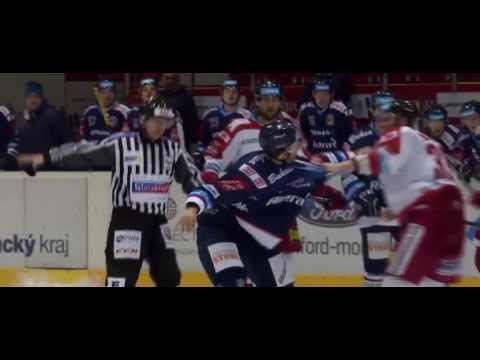 Bitka Juraj Mikúš (HC Olomouc) vs. Karol Sloboda (HC Vítkovice)