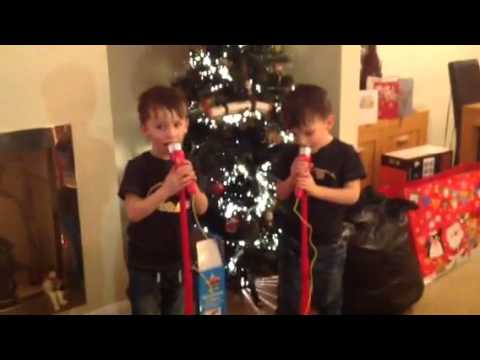 Twin karaoke - total cuteness