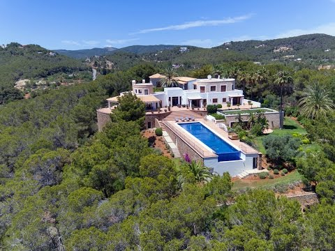 Luxury property with a main house and three guest apartments - Luxury Villas Ibiza