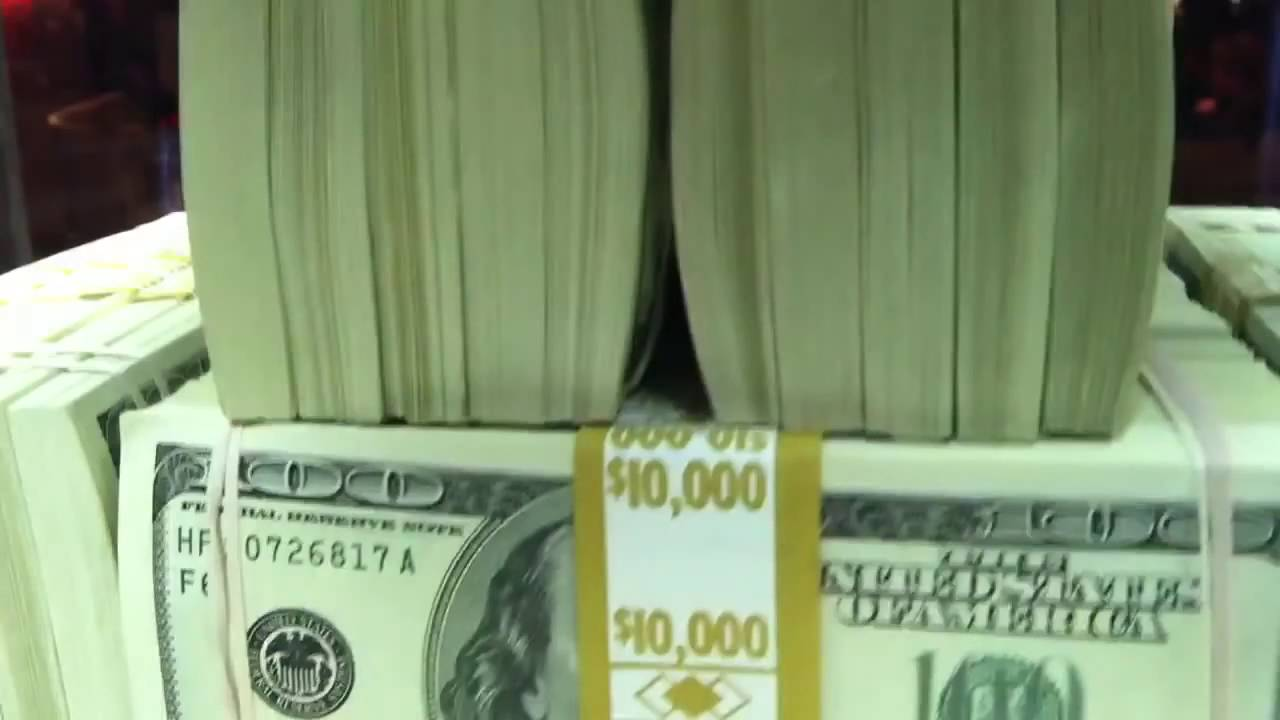 here 39 s what one million dollars in cash looks like youtube. Black Bedroom Furniture Sets. Home Design Ideas