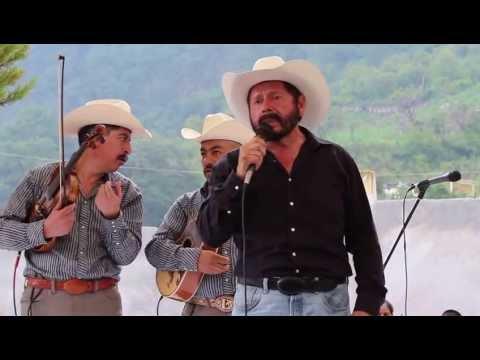 Bernabe Melendréz cantando El Corrido de los Perez