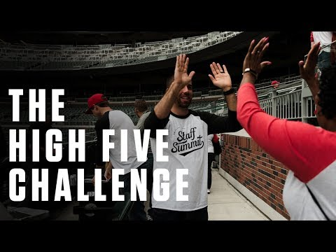 icebreaker-games-for-large-groups:-the-high-five-challenge