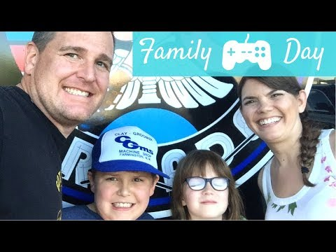 OLD SCHOOL ARCADE FAMILY FUN DAY | STAY AT HOME MOM | GAMER MOM