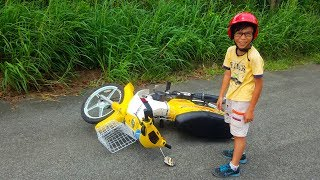 Chân ngắn, hổng 18 cm vẫn có thể chạy xe máy nếu biết cách... Hi hi...