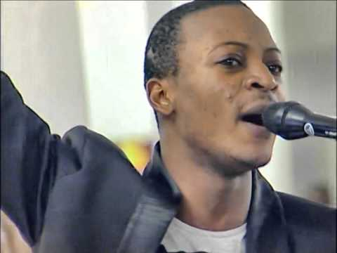 Calvin luzolo a Paris chante Tongo etana et Igwe