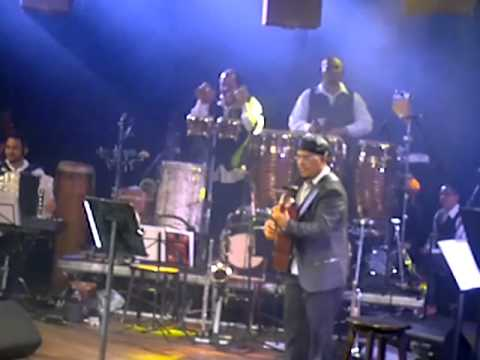 Violonista Luiz Júnior com Chico César e Joãozinho Ribeiro interpretando Saracuramirá