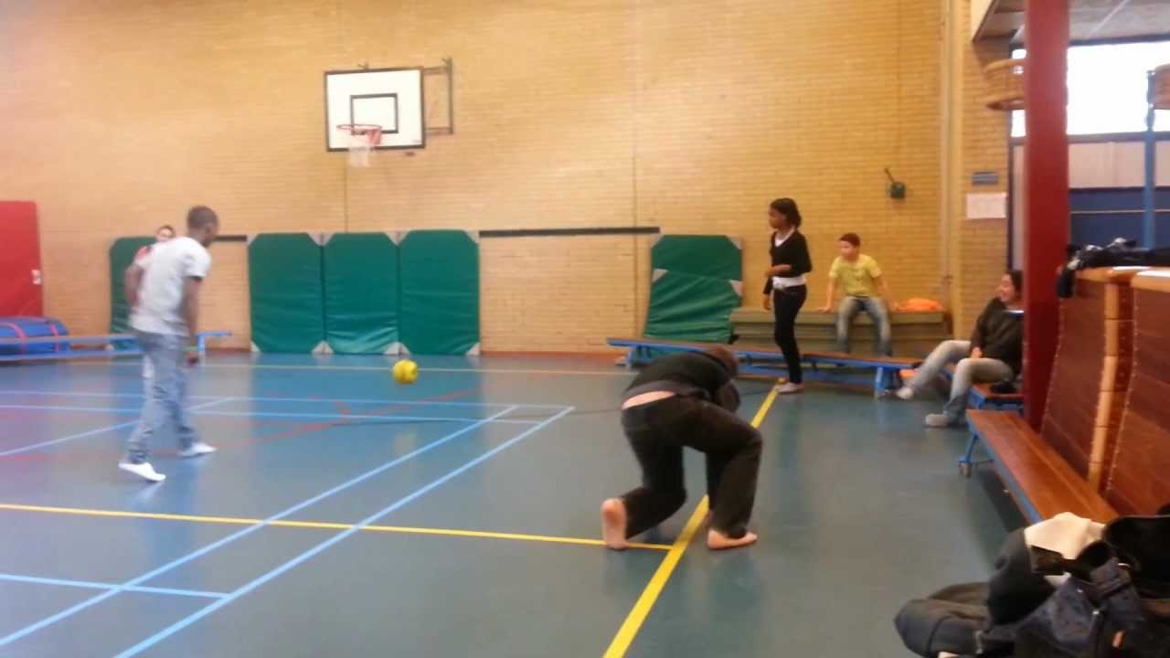 Favoriete Voetbal tijdens de gymles - groep 2a VSO Herenwaard - YouTube @OJ88