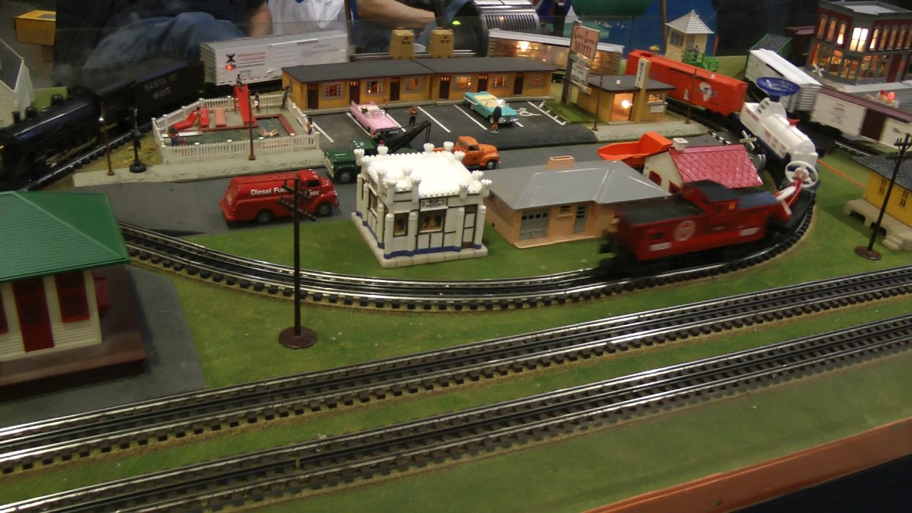 Lionel Club model train layout
