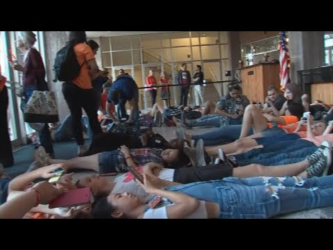 VIDEO: Arizona high school students hold 'die-in' at state capitol