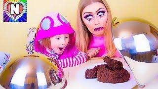 Обычная Еда против Мармелада Челлендж! Мама ПЛАЧЕТ! СУПЕР ИГРЫ Real Food vs Gummy Food