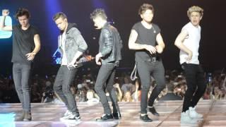 one direction dancing la macarena - Barcelona (22/05/13)