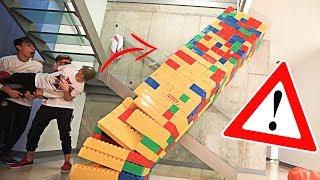 HACER ESTO HA SIDO UN ERROR...!! *ROMPEMOS LA TORRE DE LEGO CON LA CABEZA DE ROBLEIS* [Logan G]
