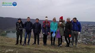 Школярі Хрещатицького НВК влаштували велике прибирання території села