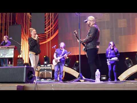 Sugarland - Sound Check  - Incredible Machine  Jen playing with Travis Mcnabb