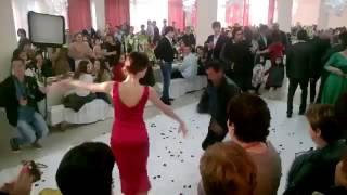 Абхазский танец ! Абхазская свадьба ! Девушка красиво танцует  Эсма Акиртава. Ансамбль Кавказ